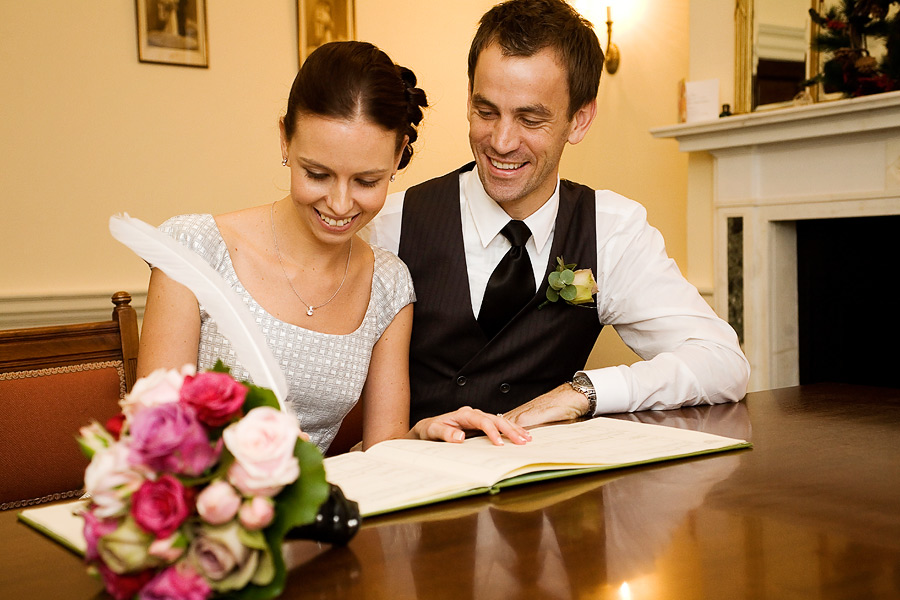 Registry office in Morde, couple signing the register