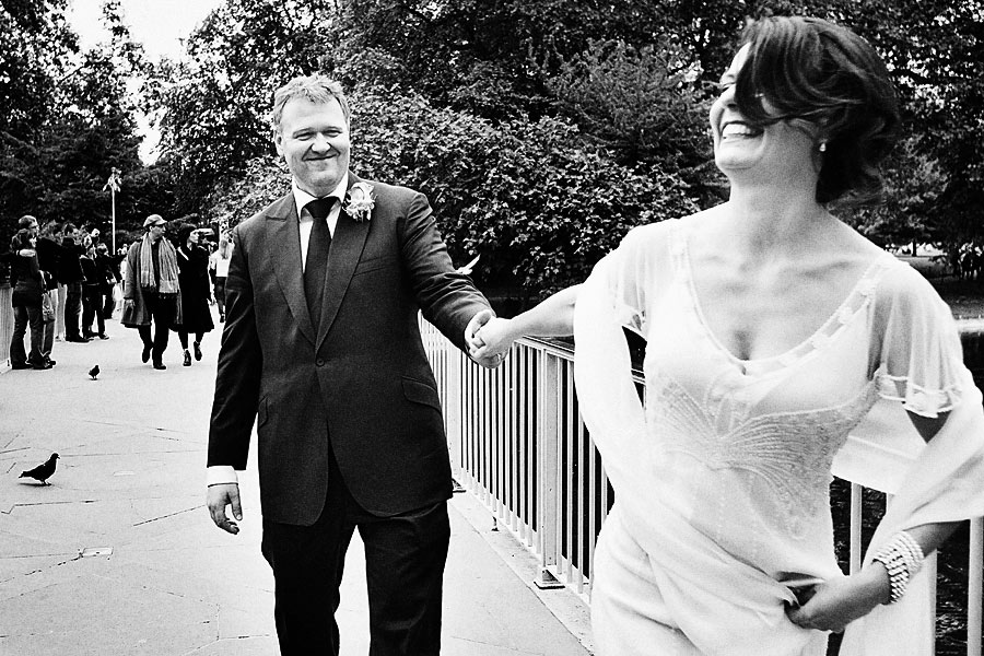 St james park in London wedding photos